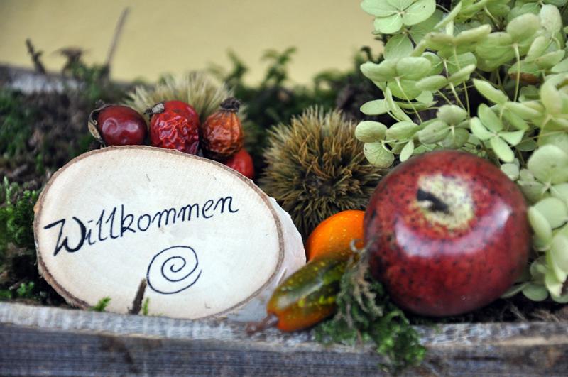 Herbstdeko fur den hauseingang raum und m beldesign for Herbstdeko fur garten